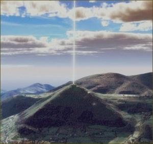 Rayo de luz sobre la cumbre de la Pirámide del Sol