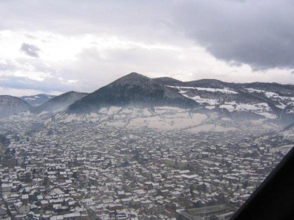 Visoko y la Pirámide del Sol de Bosnia bajo nieve