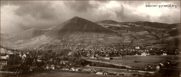Una antigua foto de la pirámide del Sol de Bosnia