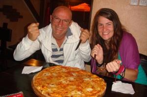 Compartiendo una gigantezca pizza