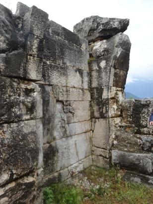 Muralla con resto de un arco de un portal