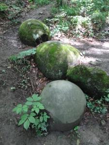 Esferas de piedra en Zavidovici / Bosnia