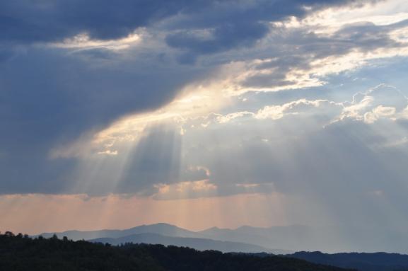 Vista panorámica desde la cumbre de la Pirámide del Sol de Bosnia