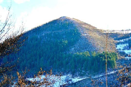 Arista norte/oeste de la pirámide del sol de Bosnia