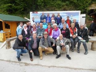 El dr. Sam S. Osmanagich junto al primer grupo de visitantes de la temporada del verano 2014
