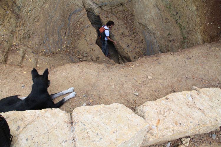 Investigando una grieta sobre la Pirámide del Sol