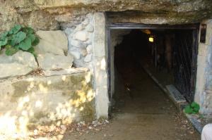"""Entrada al laberinto de """"Ravne"""""""