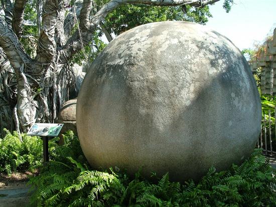 Esfera de piedra de unas 20 toneladas - Costa Rica