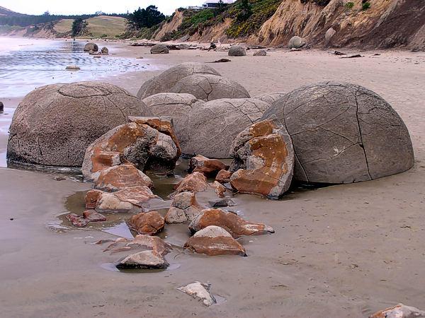 Esferas de piedra quebradas