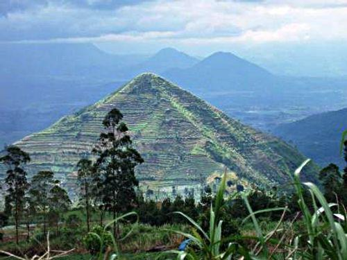 Garut Indonesia  city pictures gallery : Mount Sadahurip – Garut Indonesia