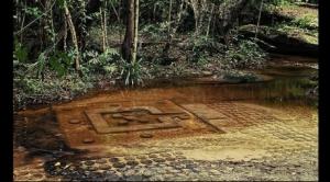 Antigua estructura encontrada dentro del río