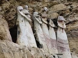Los sarcófagos de Karajia, de la curtura de los Chapapoyas