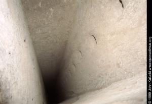 Tünel vertical a una ciudad de cavernas - Turquía