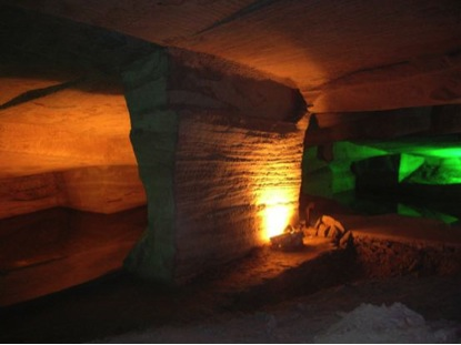 Dentro de la gruta de Lonyou