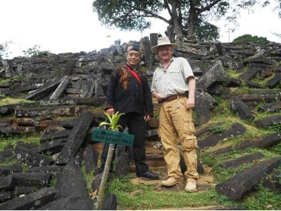 Dr. Osmanagich sobre la Pirámide de Padang en Indonesia