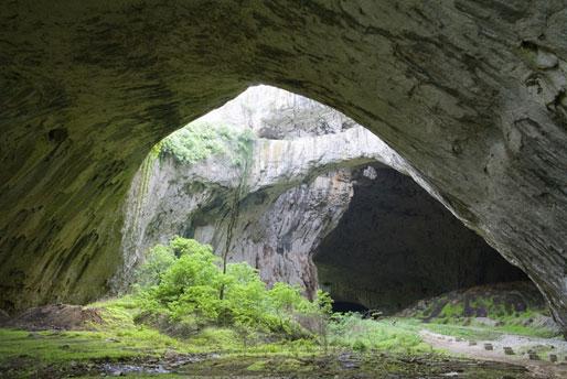 Devetashka-Cave,-Bulgaria