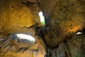 Devetashka-cave-eyes-roof