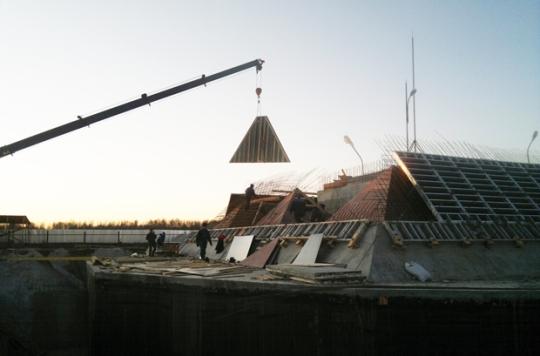 La pirámide de Tomsk en construcción