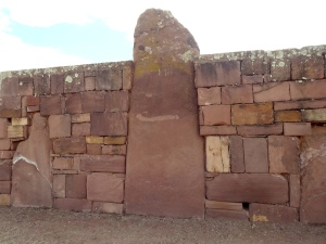 Monolitos dentro del gran muro de Kalasasaya