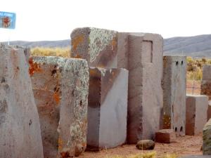 Enormes bloques de piedras trabajadas de Puma Punku
