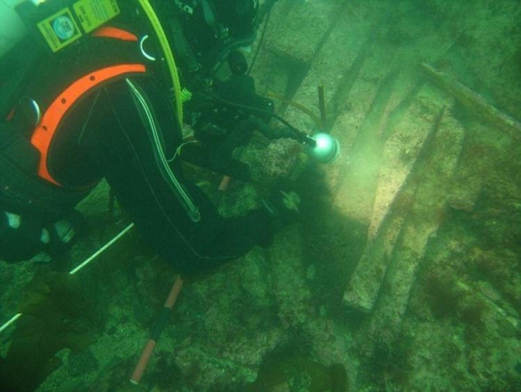 """Los buzos de la Universidad de St Andrews, encontraron restos de Doggerland, el país bajo """"de Gran Bretaña Atlantis"""" tragado por las aguas"""