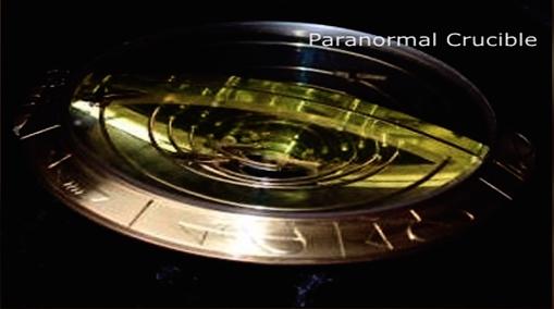 Un artefacto de una técnica avanzada alienígena de oro con inscripciones sobre el borde