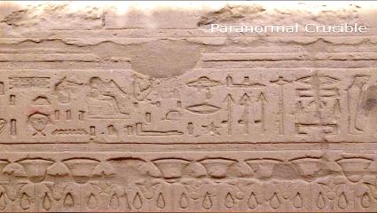 Antiguos jeroglíficos egipcios en donde se ven dos naves extraterrestres