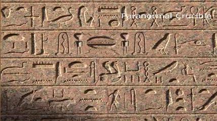 Jerpglífico egipcio con una nave espacial entre dos ETs