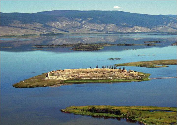 Por-Bajin, isla dentro del lago