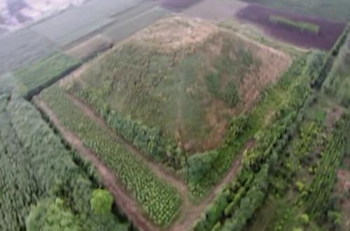 Las pirámides y las tribus blancas de la Antigua China