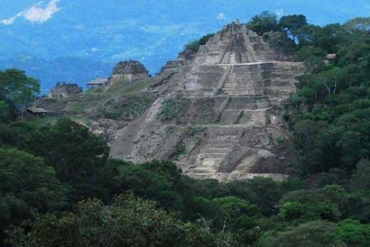 Pirámide de Toniná