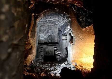 central-chamber-deep-bedrock-which-bears-osiris-statue-shaft-two-rooms-filled-debris-1-compressor.jpg