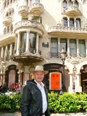 Semir visiting Paseo de Gracia.jpg