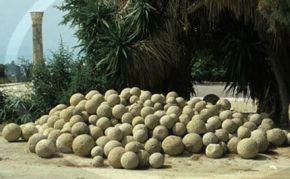 Cerca de 200 esferas de entre 0,7 y 2,57 metros de diámetro encontradas en el delta del Diquís al suroeste de Costa Rica .jpg