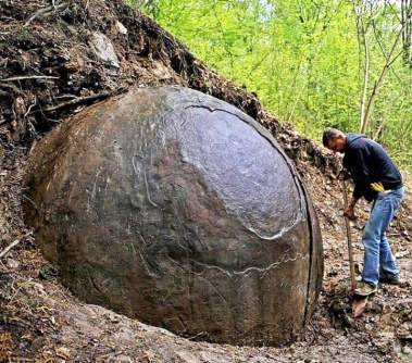 Suad Keserovic excavates a giant stone ball in 2016-2-.jpg