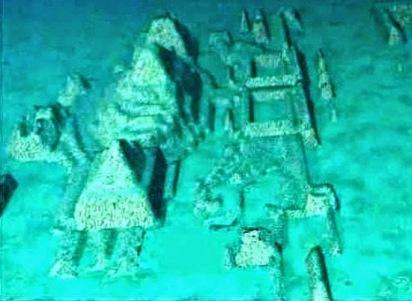 Pirâmides no Triângulo das Bermudas.jpg