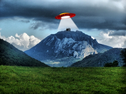 Bugarach---the-magic-mountain-UFO.jpg