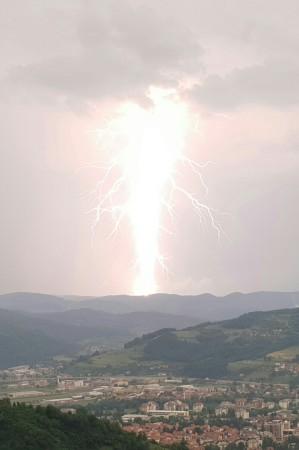 Powerful lightening taken from Pyramid Lodge 1.jpg
