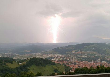 Powerful lightening taken from Pyramid Lodge.jpg