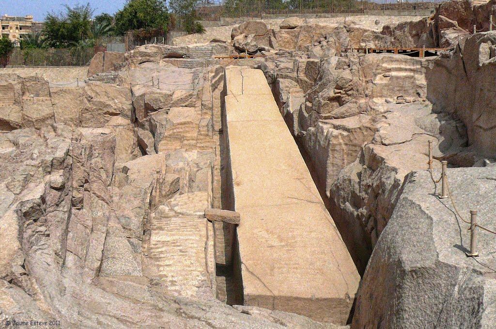 El obelisco inacabado de Egipto.jpg